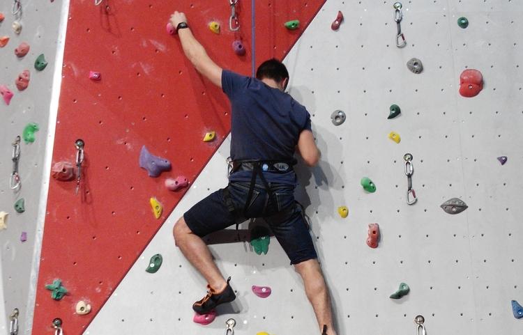 Cours Escalade Initiation Escalade En Salle Equilibre Vertical